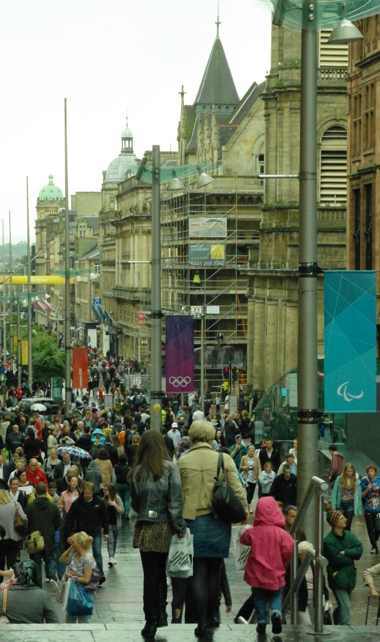 A summer shopping day in the city of Glasgow
