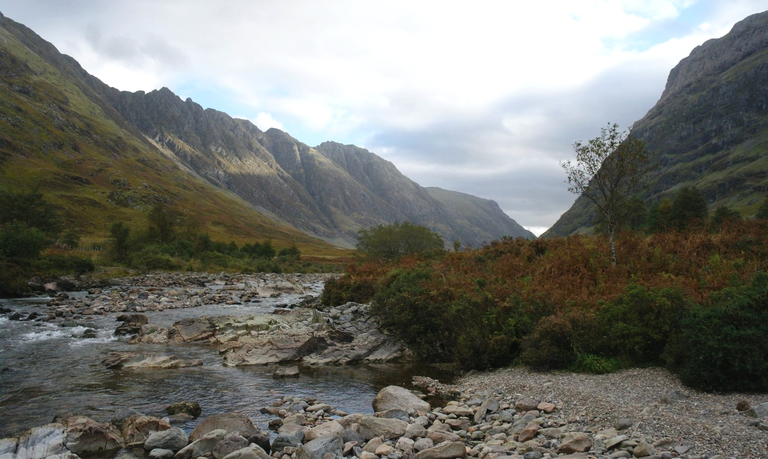 See? Glen Coe is still impressive when it's gloomy. Just a single shaft of sunlight in this October picture .