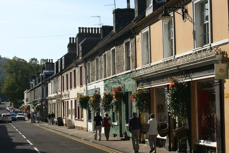 Dunkeld main street - made for strolling along by way of a relaxing break during your journey.