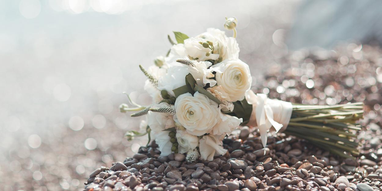 Salt_2019_02-funeral-happy2.jpg