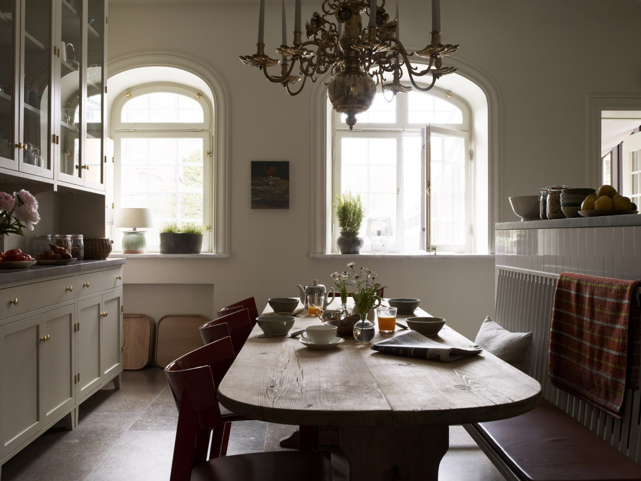 A rustic kitchen table does a lot for the homey feeling of this hotel. Feel free to have your breakfast here or anywhere you like.