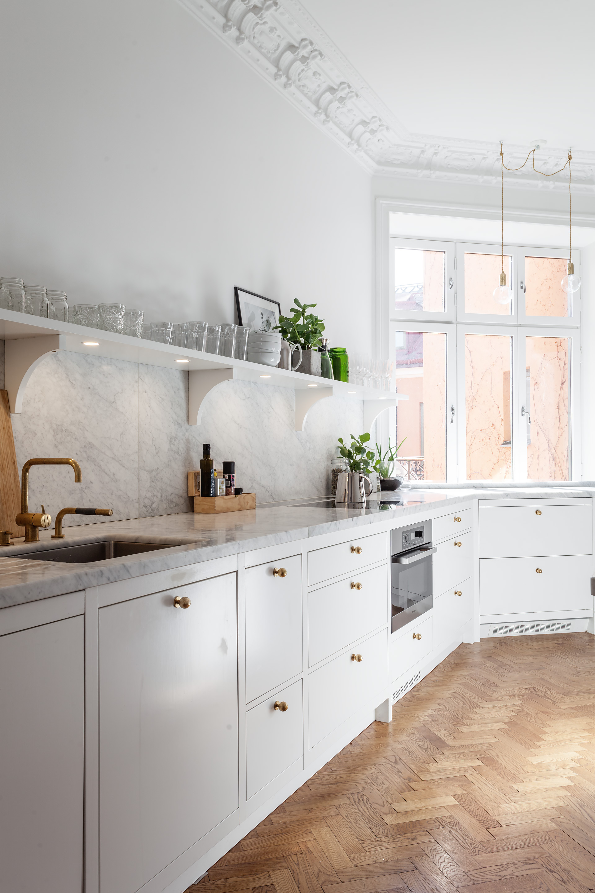 White, marble and brass in the kitchen.