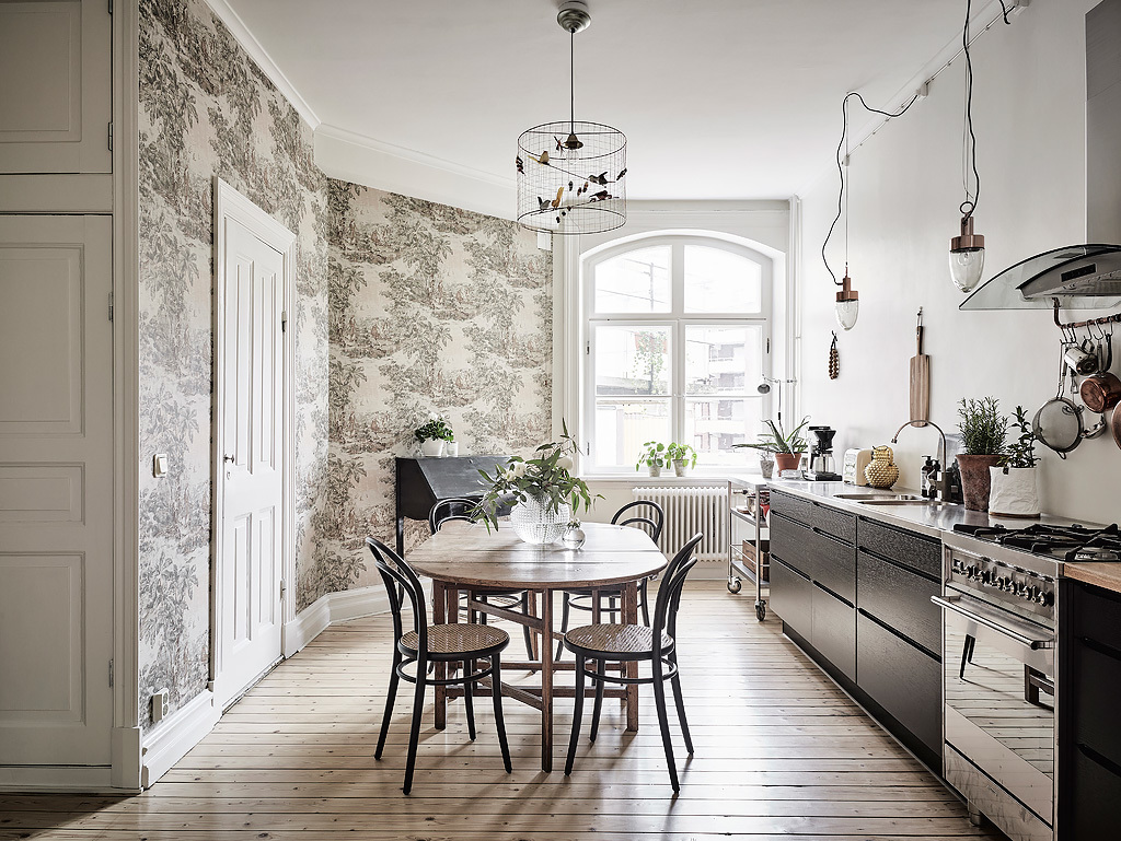 Beautiful patterned wallpaper in an otherwise natural, modern and minimalistic kitchen.