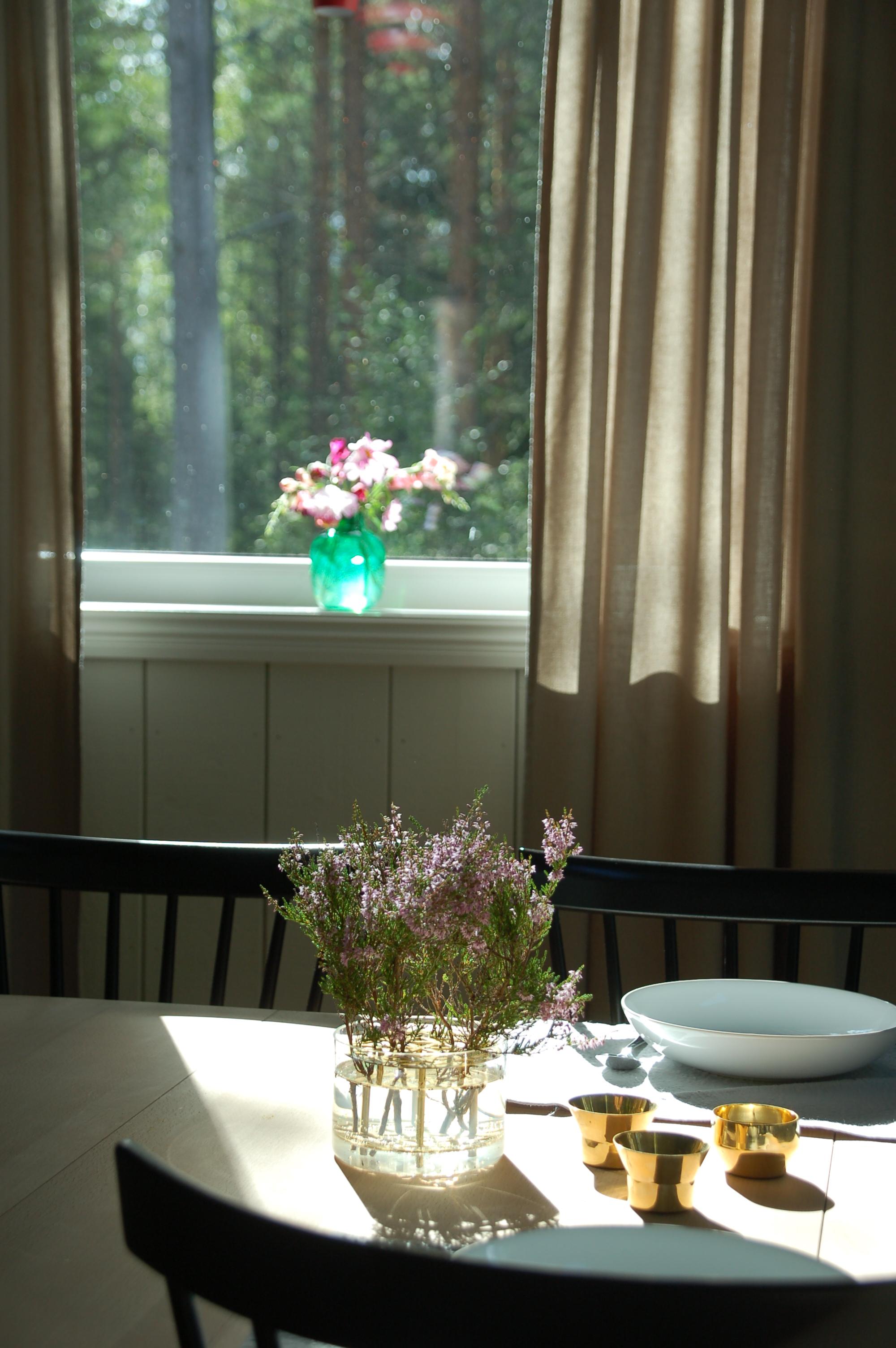 Breakfast in the cabin.