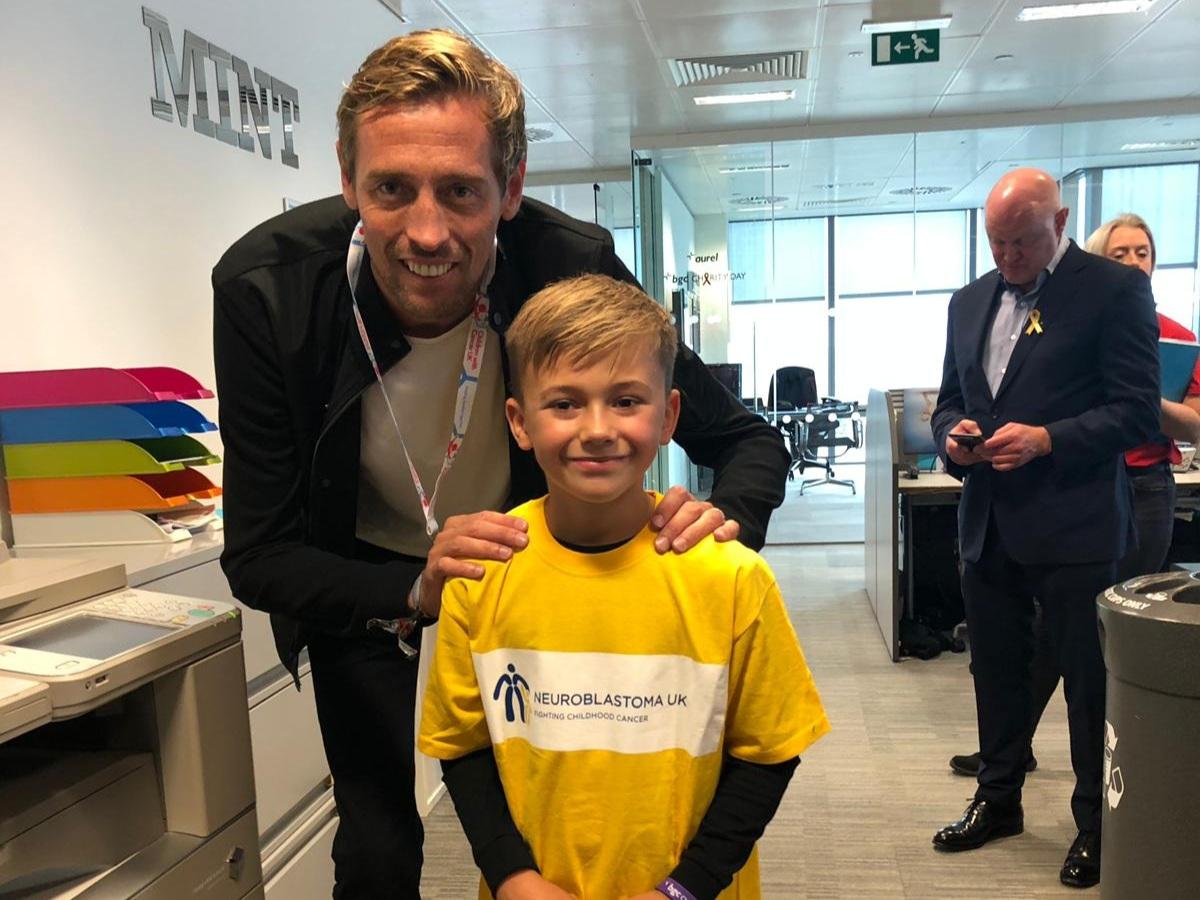 Oscar with footballer Peter Crouch