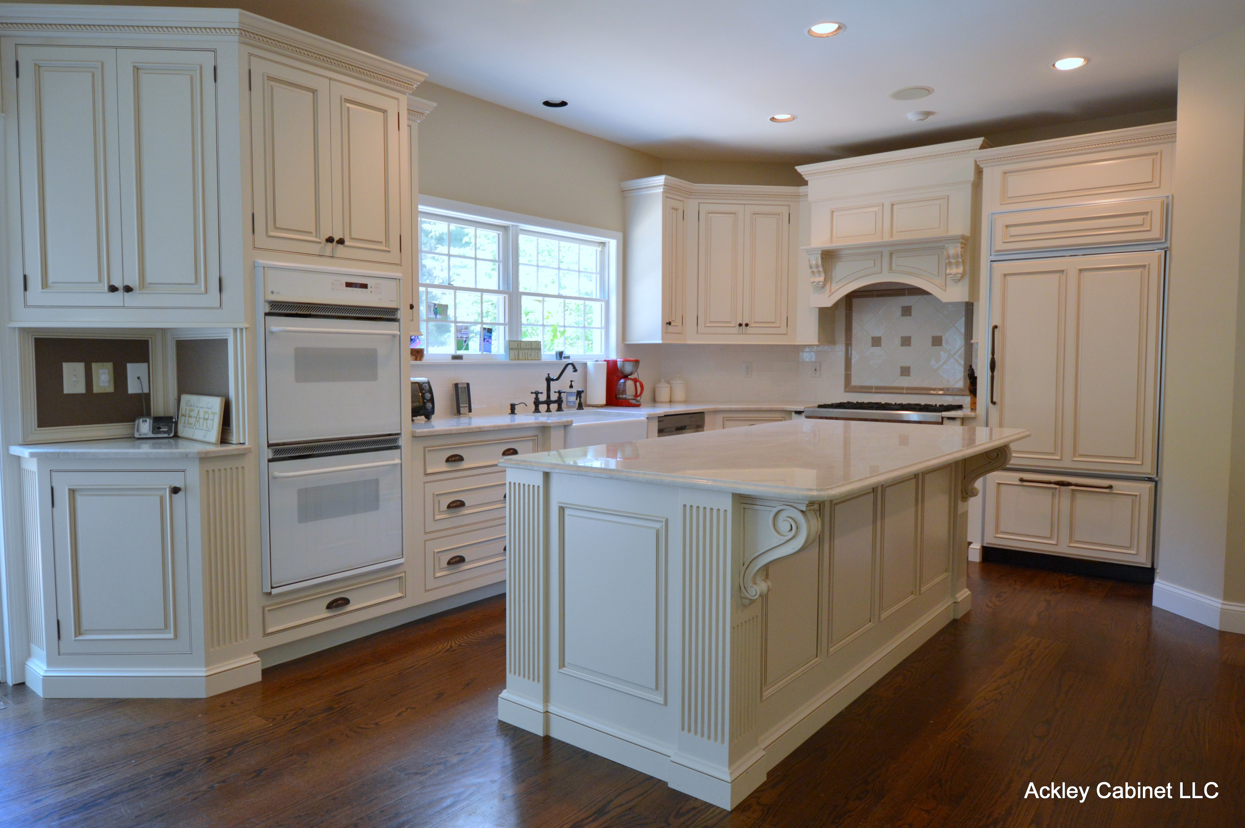 Traditional Glazed Kitchen Cabinets