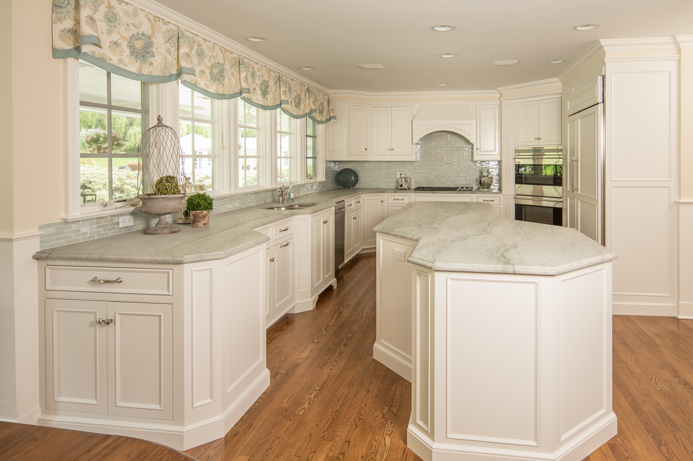 Applied Molding White Kitchen Cabinets