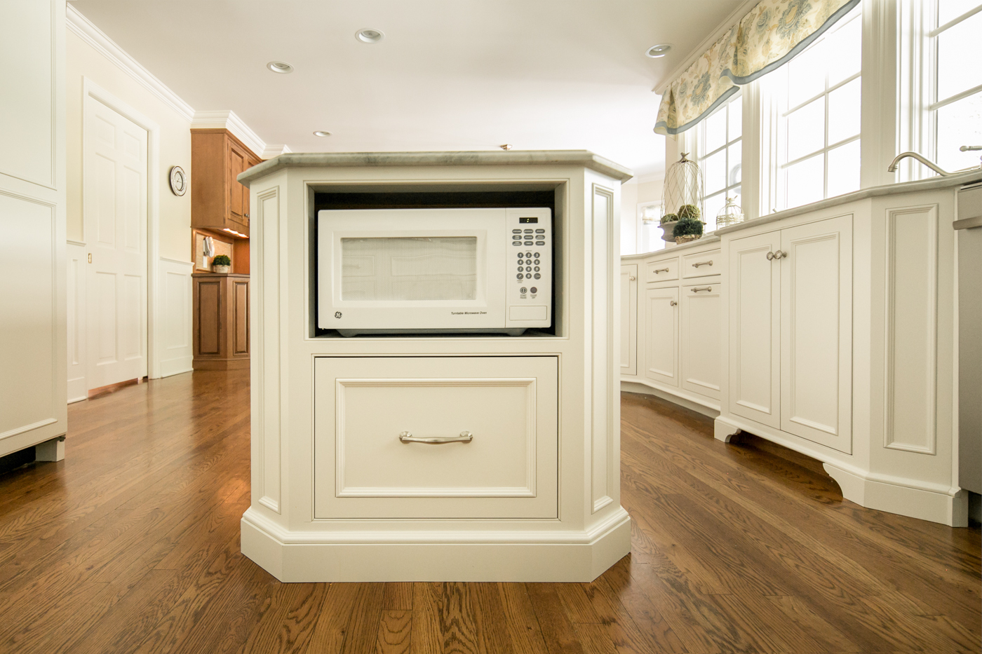 White Kitchen Cabinet Microwave Shelf