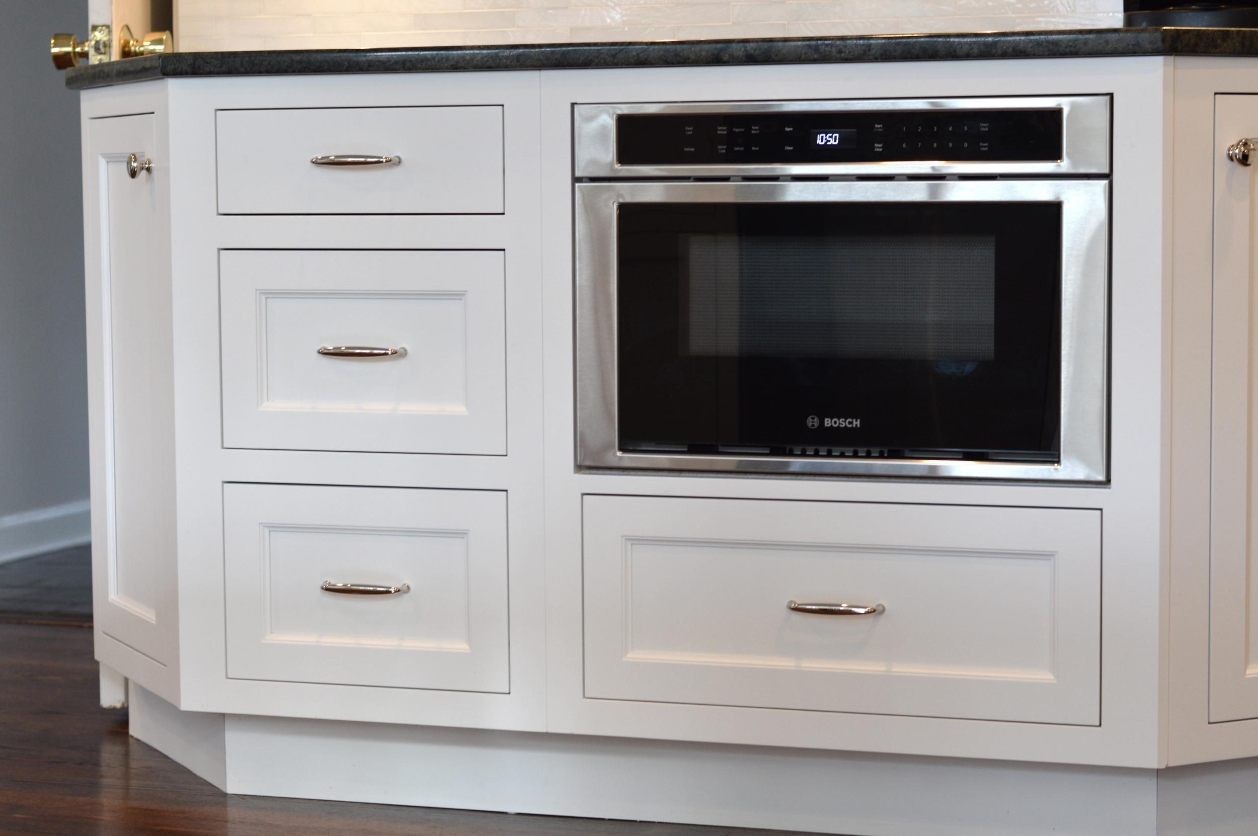 White shaker cabinet drawers