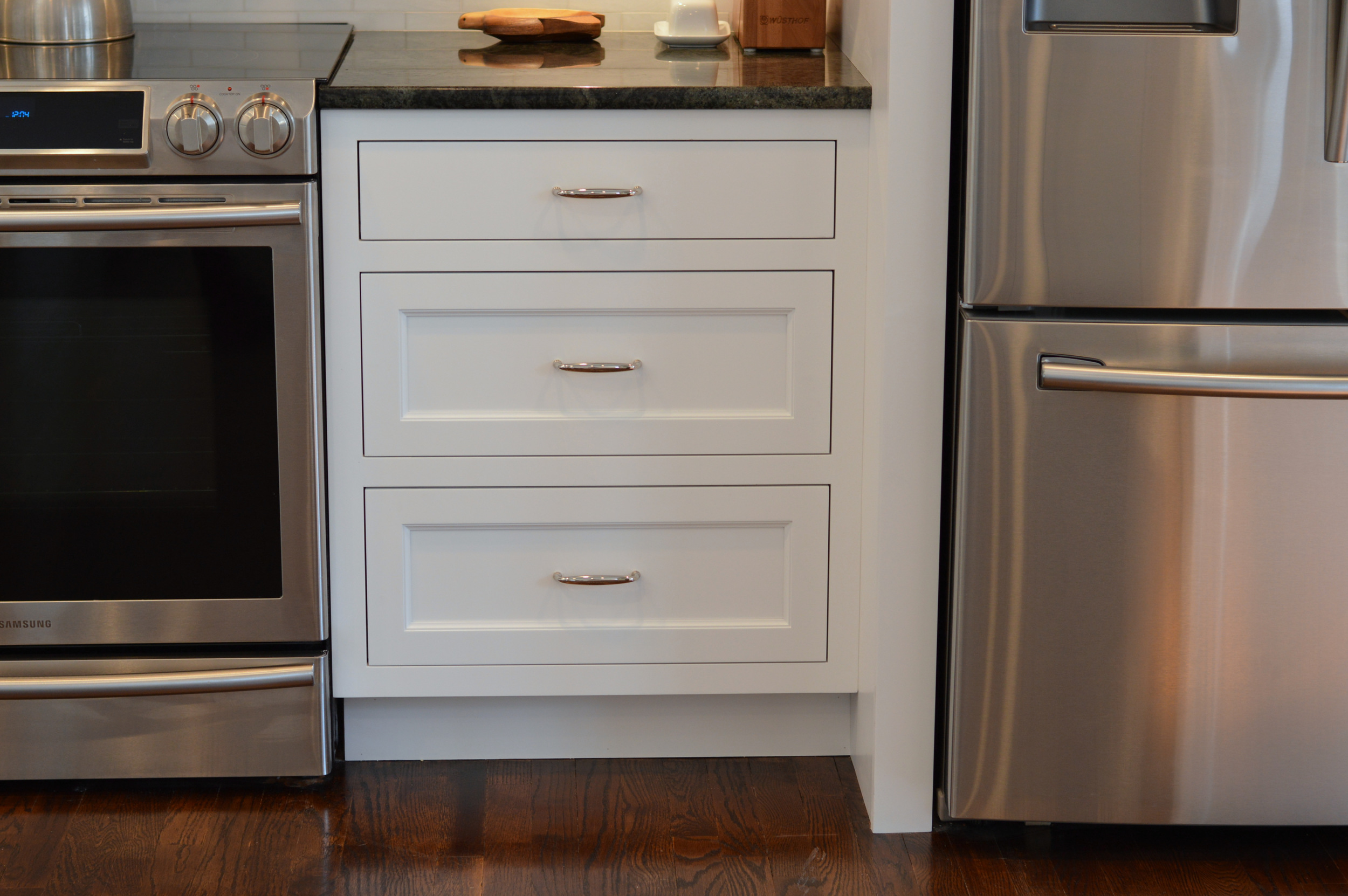 Inset Kitchen White Drawers