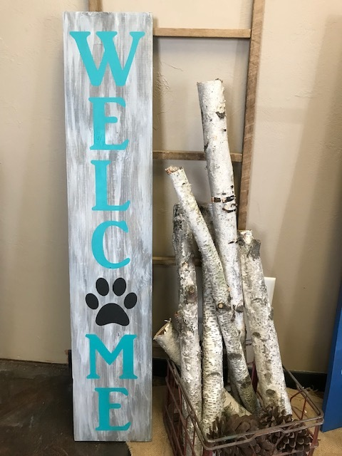 WELCOME w. paw print (EASY)