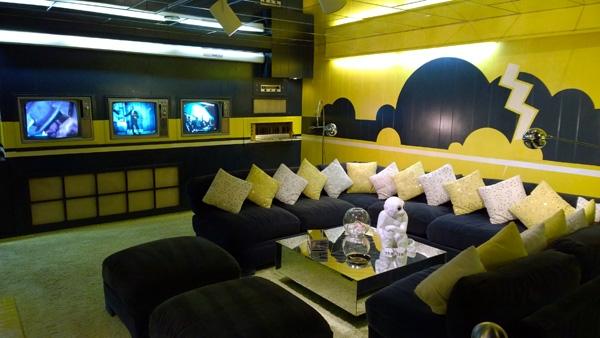 Graceland-Elvis-Presley-yellow-basement-TV-room-Memphis-Tennessee-600x338.jpg