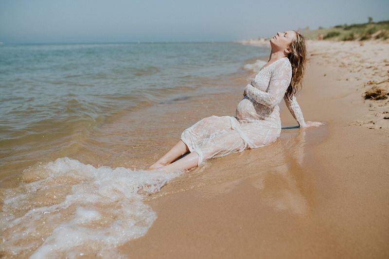 ludington-michigan-maternity-photographer-west-michigan-water-maternity_0001.jpg