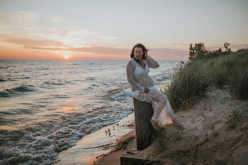ludington-michigan-maternity-photographer-west-michigan-sand-dunes-maternity_0027.jpg