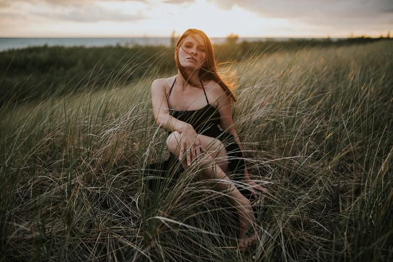 ludington-michigan-maternity-photographer-west-michigan-sand-dunes-maternity_0057.jpg