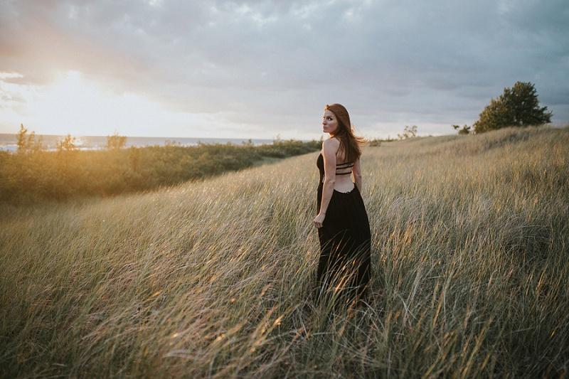 ludington-michigan-maternity-photographer-west-michigan-sand-dunes-maternity_0059.jpg