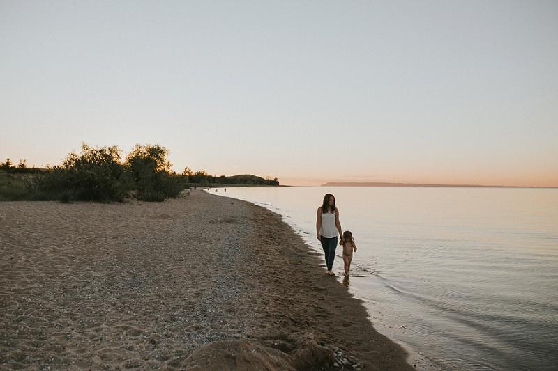 ludington-michigan-maternity-photographer-west-michigan-sand-dunes-maternity-jennifer_0107.jpg