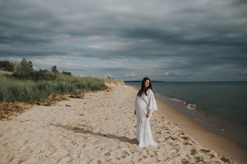 ludington-michigan-maternity-photographer-west-michigan-sand-dunes-maternity-jennifer_0130.jpg