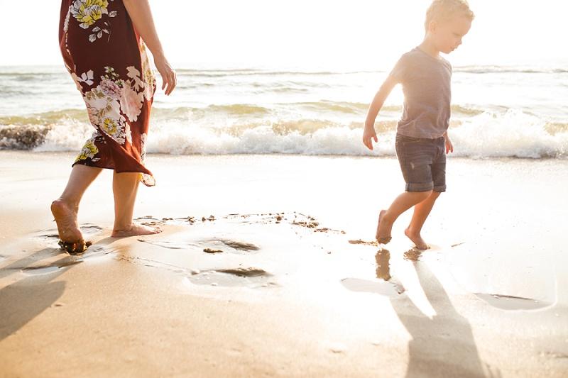 ludington-michigan-photographer-beach-session-minis_0001.jpg