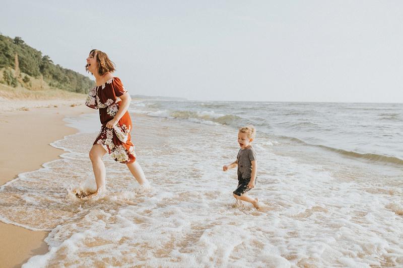 ludington-michigan-photographer-beach-session-minis_0003.jpg