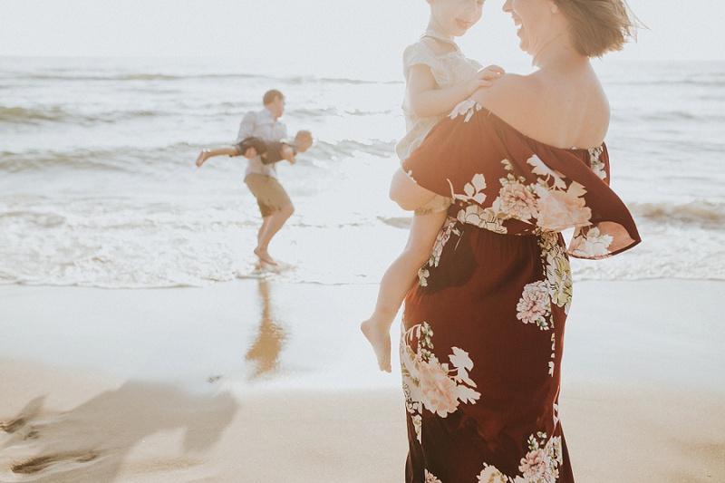 ludington-michigan-photographer-beach-session-minis_0005.jpg