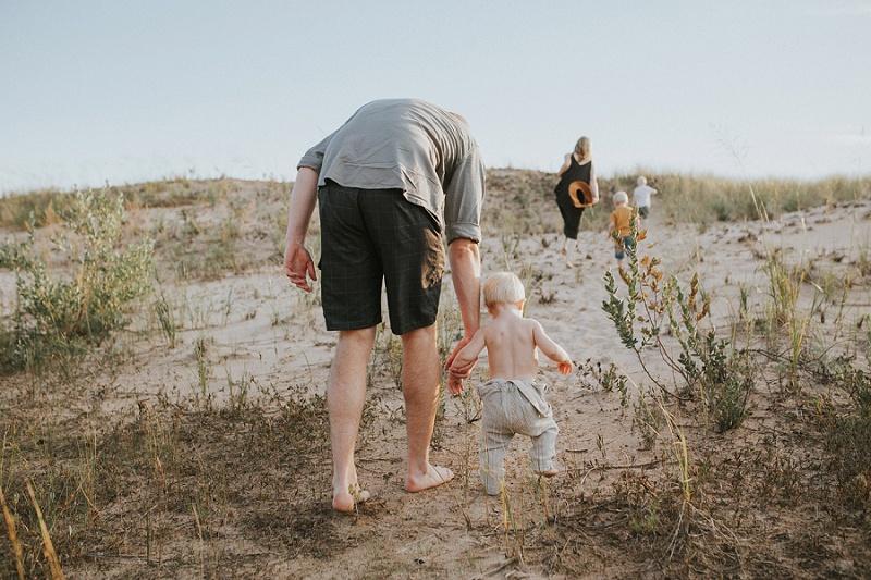ludington-michigan-photographer-beach-session-minis_0011.jpg