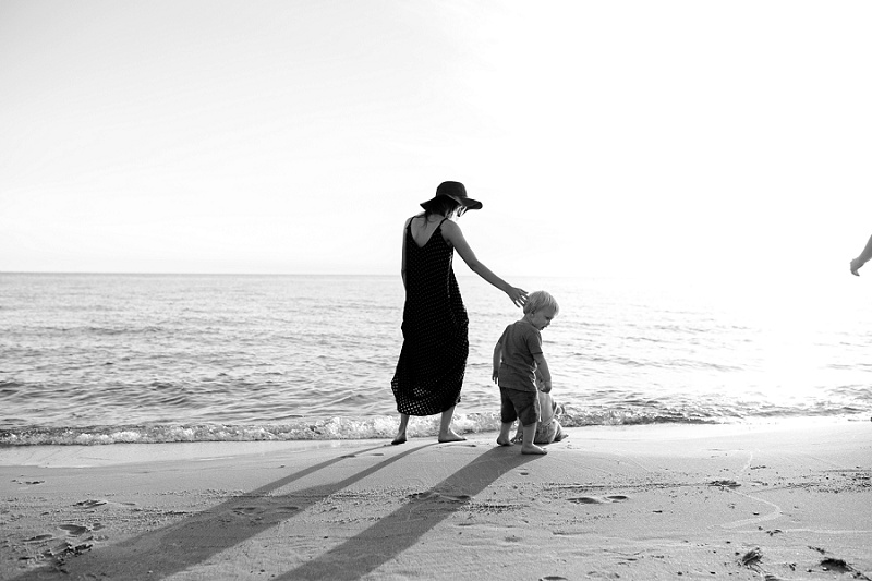 ludington-michigan-photographer-beach-session-minis_0012.jpg
