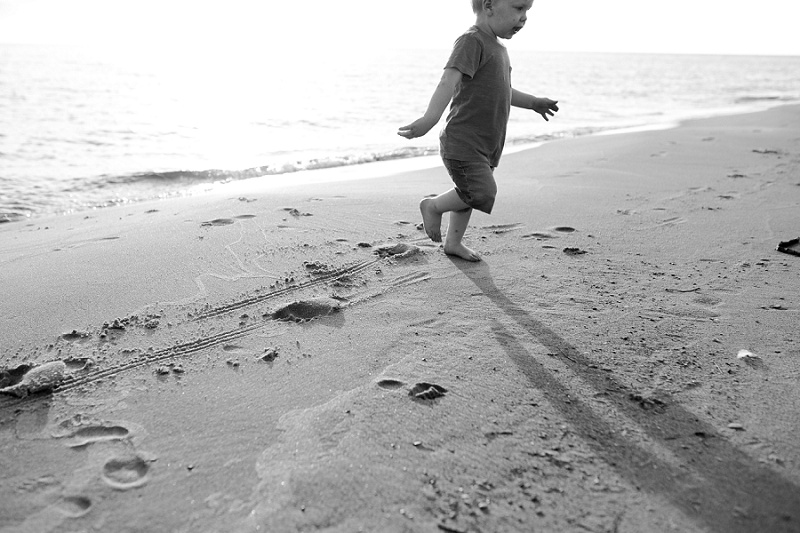 ludington-michigan-photographer-beach-session-minis_0014.jpg