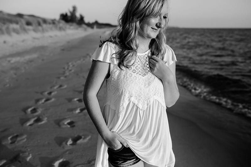 ludington-michigan-photographer-beach-session-minis_0021.jpg