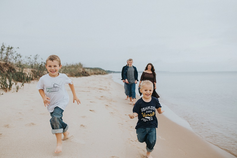 west-michigan-family-photographer-ludington-michigan-lifestyle-beach-session-with-the-jacobis-0177.jpg
