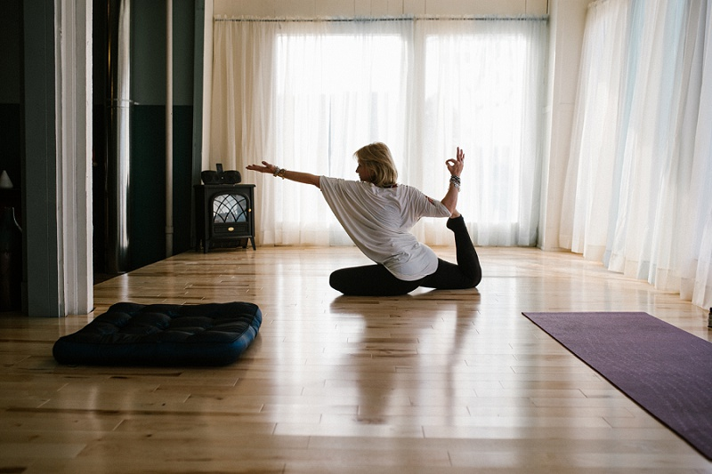 west-michigan-yoga-pound-fit-studio-stay-twisted-ludington-michigan-yoga-spin-pound-fit-studio-lauri-8299.jpg