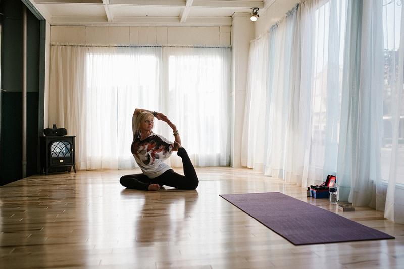 west-michigan-yoga-pound-fit-studio-stay-twisted-ludington-michigan-yoga-spin-pound-fit-studio-lauri-8306.jpg