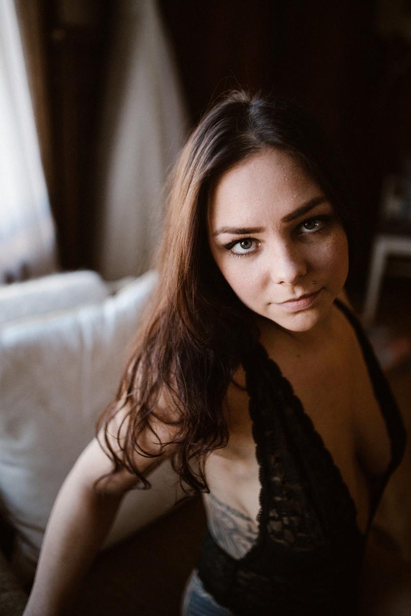 west-michigan-womens-portraiture-ludington-michigan-indoor-boudoir-session-with-nanette-jessica-max-9829.jpg