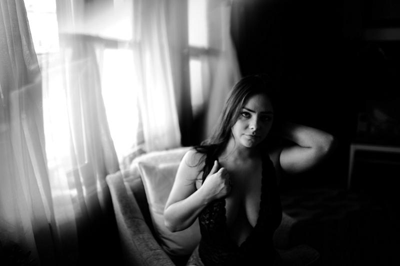 west-michigan-womens-portraiture-ludington-michigan-indoor-boudoir-session-with-nanette-jessica-max-9845.jpg