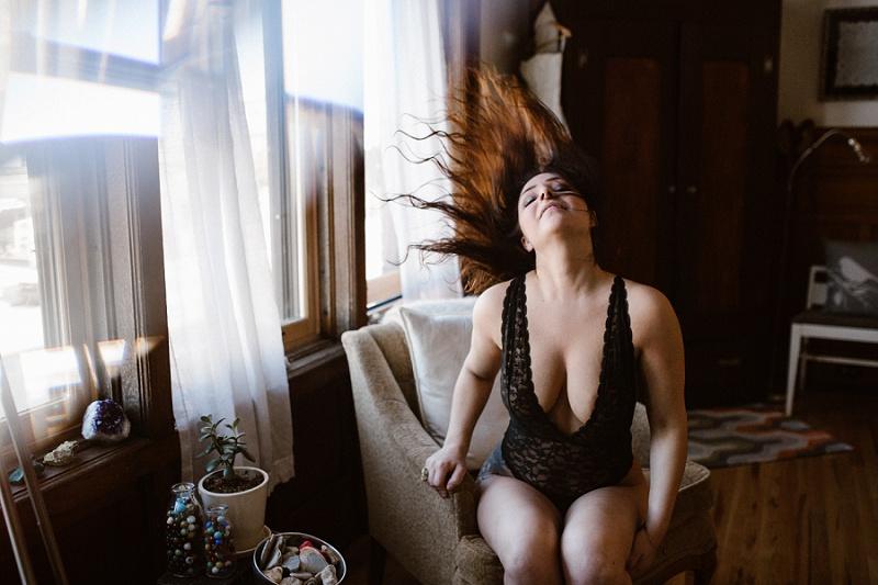 west-michigan-womens-portraiture-ludington-michigan-indoor-boudoir-session-with-nanette-jessica-max-9854.jpg