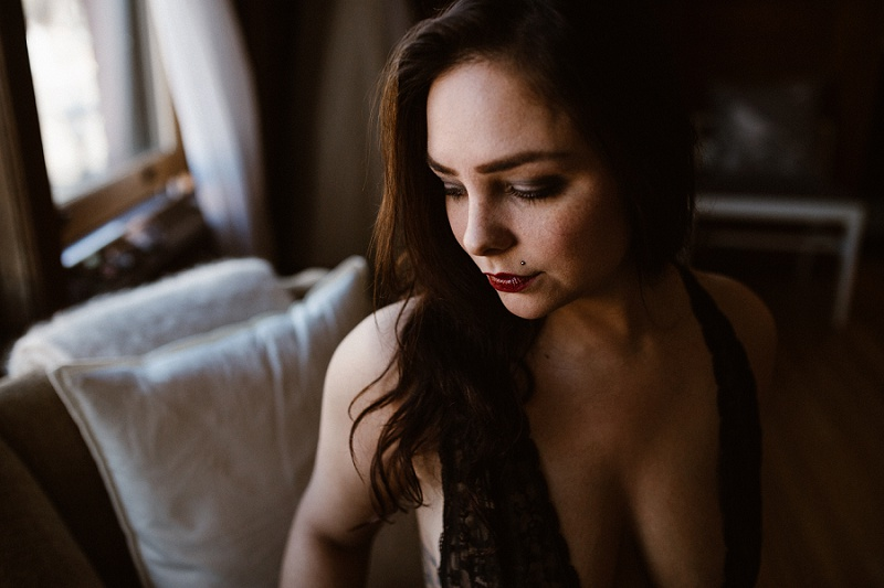 west-michigan-womens-portraiture-ludington-michigan-indoor-boudoir-session-with-nanette-jessica-max-9925.jpg