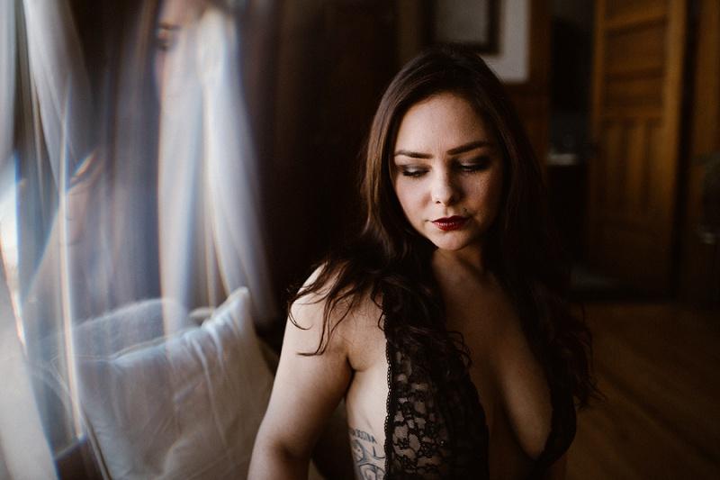 west-michigan-womens-portraiture-ludington-michigan-indoor-boudoir-session-with-nanette-jessica-max-9938.jpg