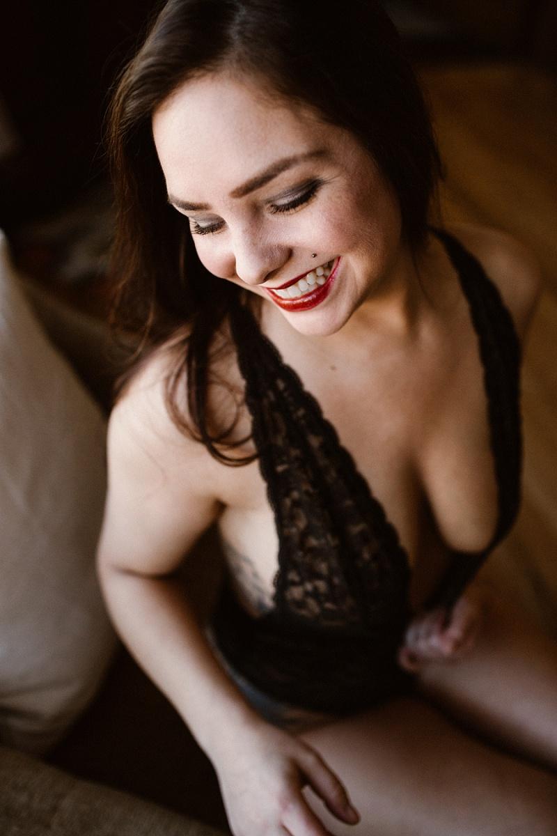 west-michigan-womens-portraiture-ludington-michigan-indoor-boudoir-session-with-nanette-jessica-max-9933.jpg