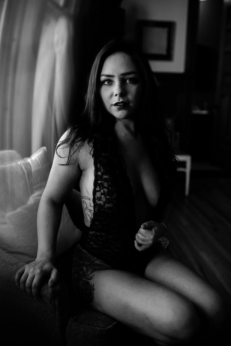 west-michigan-womens-portraiture-ludington-michigan-indoor-boudoir-session-with-nanette-jessica-max-9942.jpg