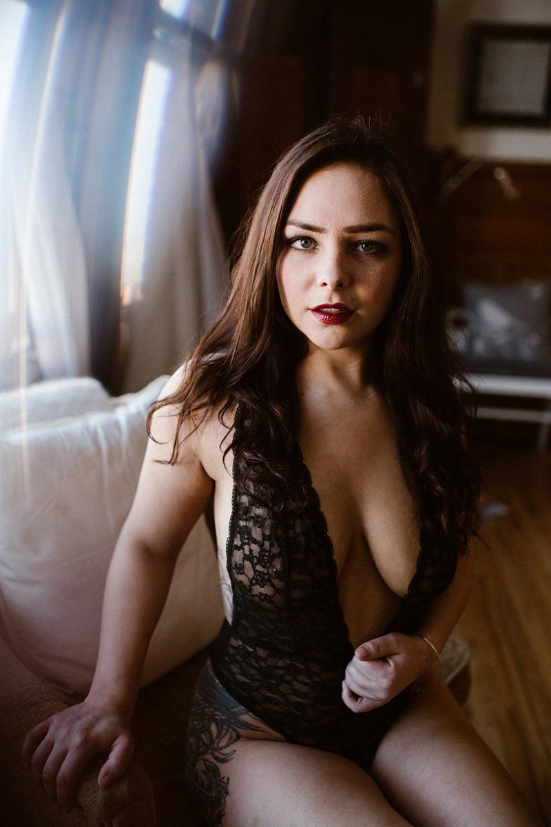 west-michigan-womens-portraiture-ludington-michigan-indoor-boudoir-session-with-nanette-jessica-max-9943.jpg