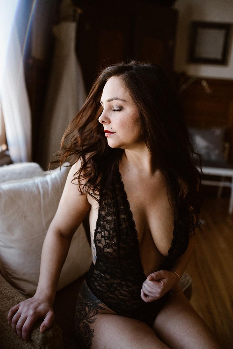 west-michigan-womens-portraiture-ludington-michigan-indoor-boudoir-session-with-nanette-jessica-max-9944.jpg