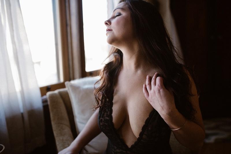 west-michigan-womens-portraiture-ludington-michigan-indoor-boudoir-session-with-nanette-jessica-max-9950.jpg