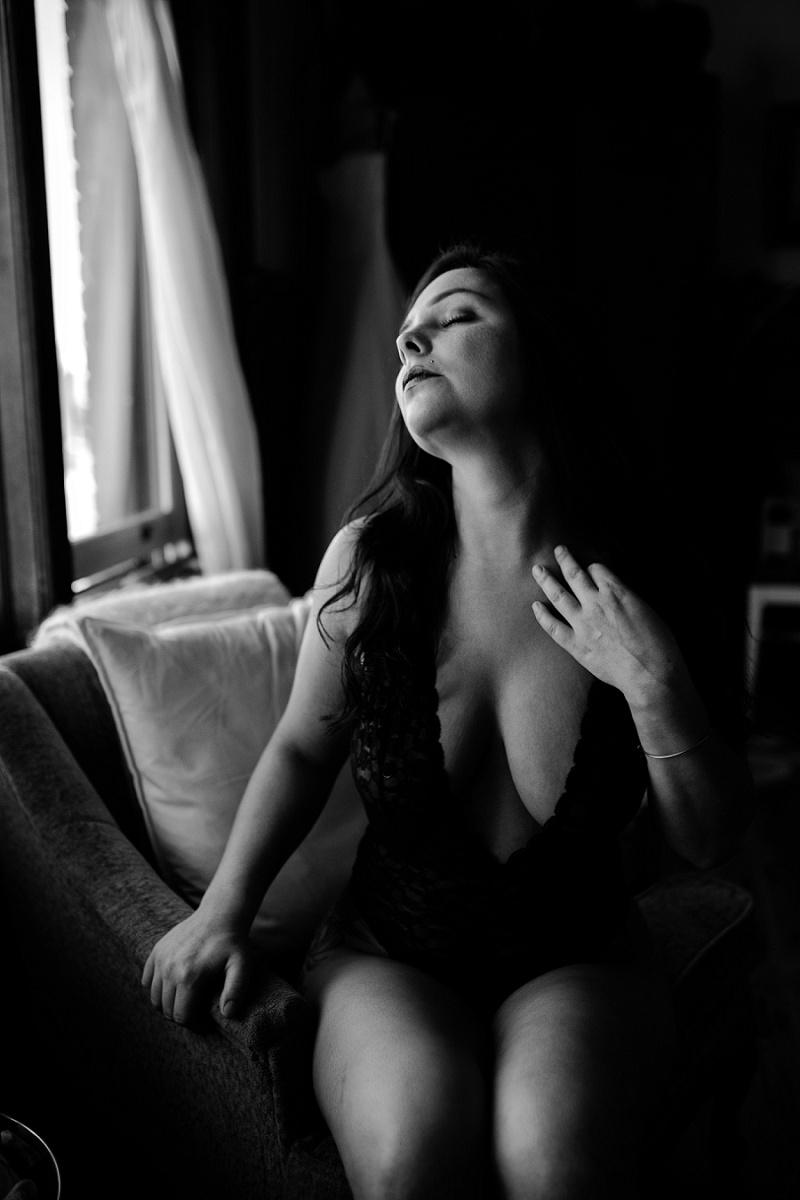 west-michigan-womens-portraiture-ludington-michigan-indoor-boudoir-session-with-nanette-jessica-max-9945.jpg