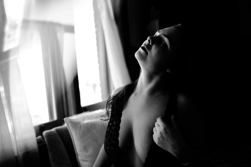 west-michigan-womens-portraiture-ludington-michigan-indoor-boudoir-session-with-nanette-jessica-max-9955.jpg