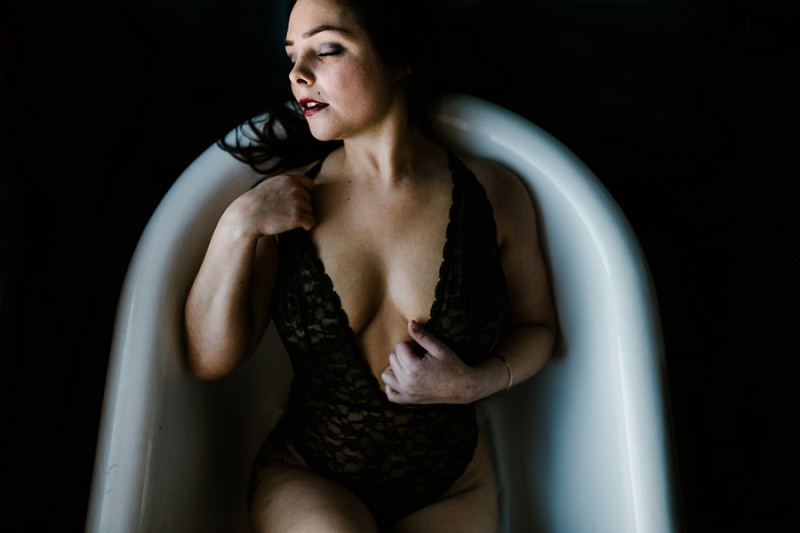 west-michigan-womens-portraiture-ludington-michigan-indoor-boudoir-session-with-nanette-jessica-max-9971.jpg
