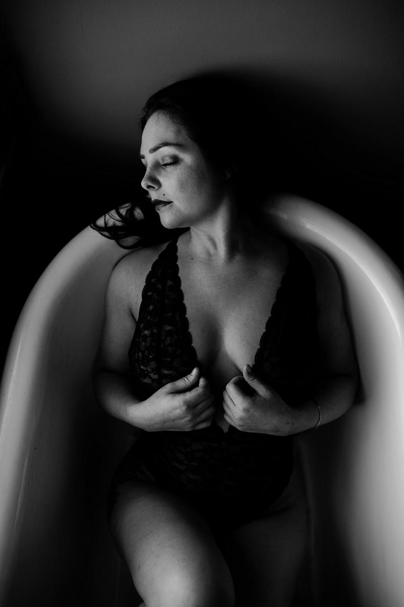 west-michigan-womens-portraiture-ludington-michigan-indoor-boudoir-session-with-nanette-jessica-max-9967.jpg