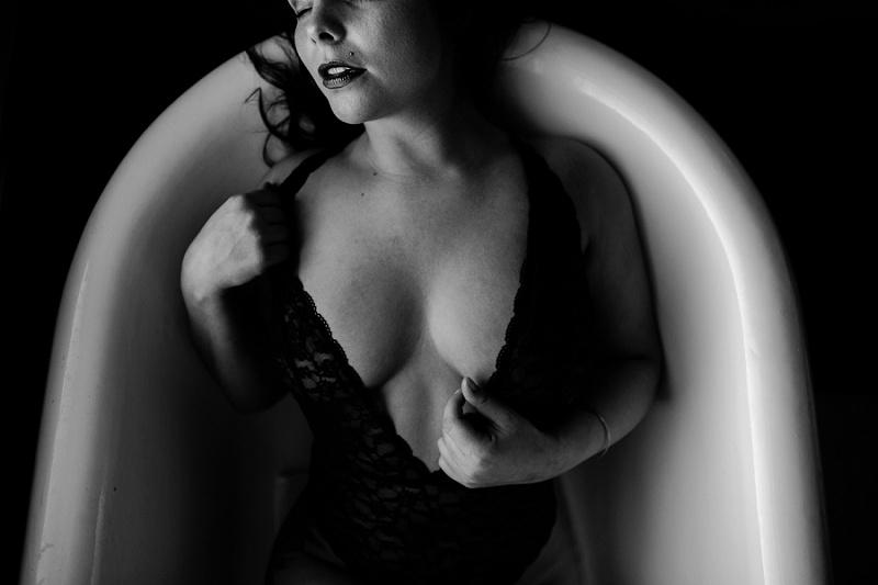 west-michigan-womens-portraiture-ludington-michigan-indoor-boudoir-session-with-nanette-jessica-max-9990.jpg