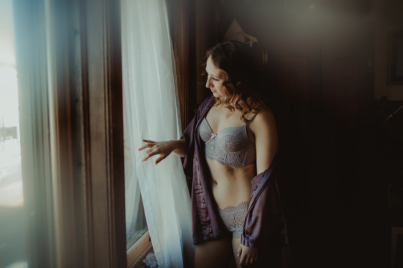 west-michigan-boudoir-photographer-ludington-michigan-womens-portraiture-short-session-with-kayla-9308.jpg