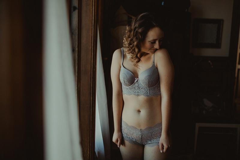 west-michigan-boudoir-photographer-ludington-michigan-womens-portraiture-short-session-with-kayla-9337.jpg