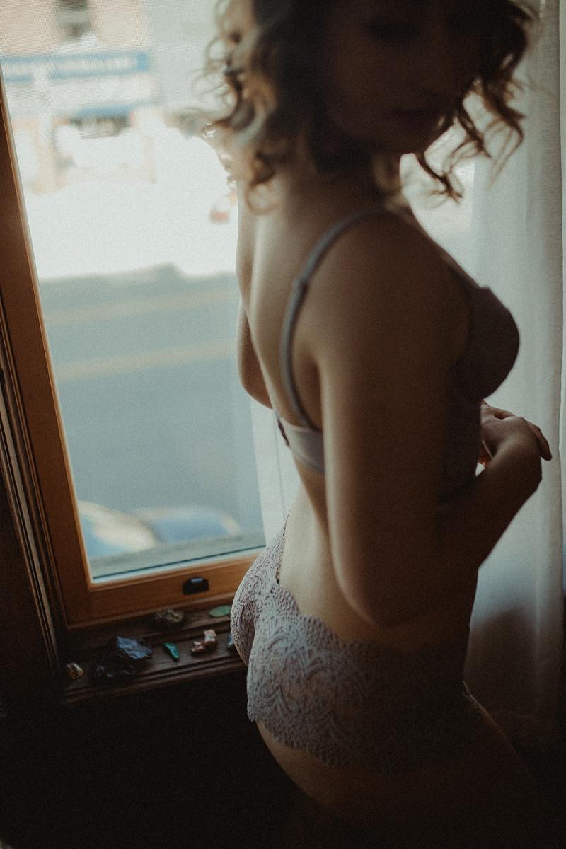 west-michigan-boudoir-photographer-ludington-michigan-womens-portraiture-short-session-with-kayla-9338.jpg